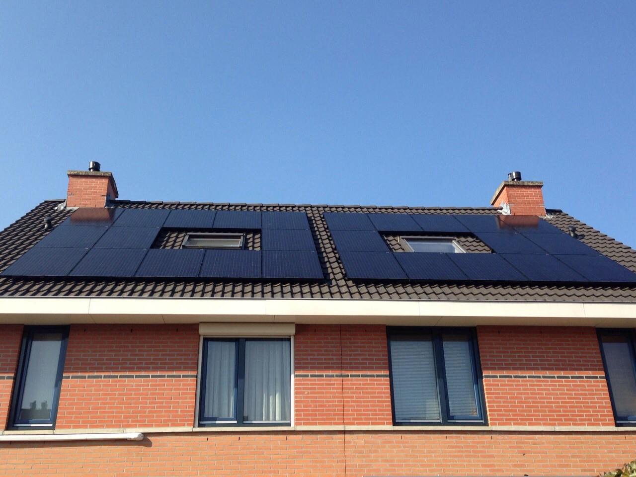 Zonnepanelen woonhuis schuin dak.jpg